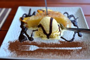 Galaktaboureko mit Vanille Eis